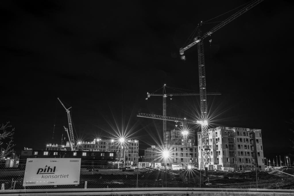 Photograph of the building site 'Frederiksbro' in Hillerød with the Pihl consortium as a total supplier.