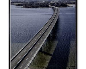 Landskabsfotografi af Kronprinsesse Marys Bro, som krydser Roskilde Fjord og forbinder Frederikssund med Hornsherred.