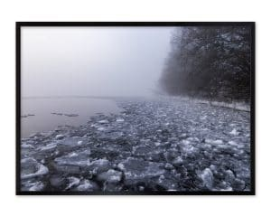 Isen bliver presset ind mod land og skaber en ustabil overflade.