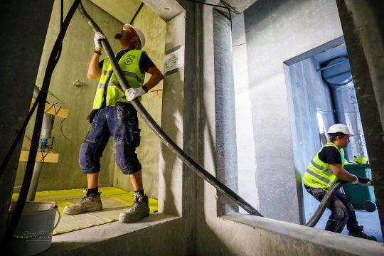 Portrætfotografi af medarbejder hos Uniplan Danmark A/S – Specialister i undergulve på større byggerier.