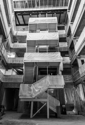 Fotografi af en nyinstalleret trappe i et større byggeri i Carlsbergbyen.